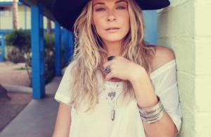 Grammy Award-winning artist LeAnn Rimes kicks off holiday concert tour and teams up with Save the Children to support the agency's child sponsorship programs. Rimes sponsors a child in Haiti through Save the Children. (PRNewsFoto/Save the Children)