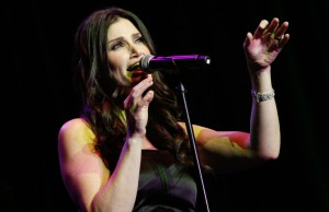 Idina Menzel (Photo by Jc Olivera)