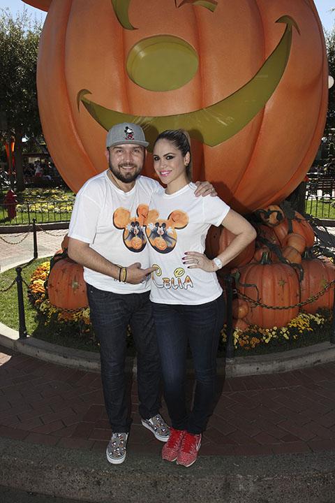 Poncho Lizarraga and family. Foto Cortesía: (Larry Hack/Disneyland Resort)