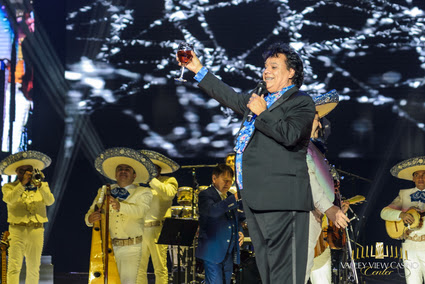 Juan Gabriel performs on stage in San Diego, August 2016 (Photo Credit: Alan Hess)