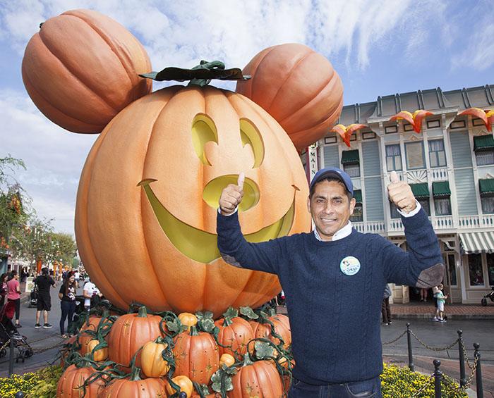 Jorge Campos - Foto Cortesía: Scott Brinegar/Disneyland Resort