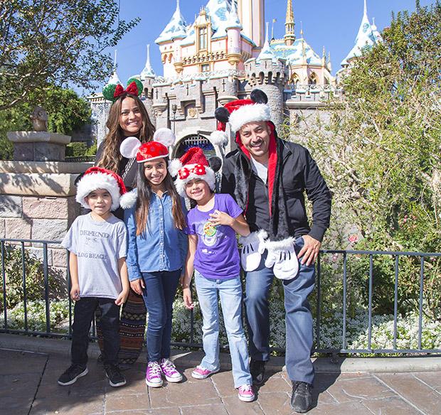 Lupillo Rivera y su familia de visita en Disneyland, Noviember 2014  (Paul Hiffmeyer/Disneyland Resort)