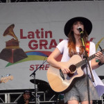 Mariana Vega Cautivó con su Música y Estilo en Los Latin Grammy Street Parties