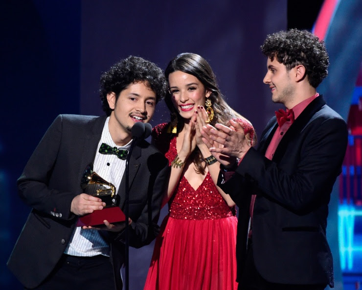 Monsieur Perine recibe Latin Grammy® como 'Mejor Nuevo Artista' (Crédito de Foto: LatinGrammy.com via The3Collective)