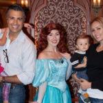 Jaime Camil se divierte con su familia en Disneyland!
